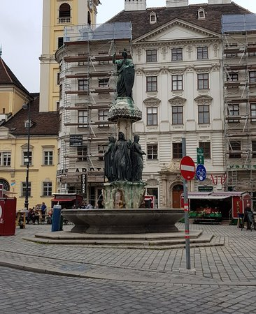 Austriabrunnen: Beautiful fountain