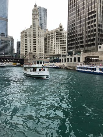 Chicago Architecture Center River Cruise aboard Chicago's First Lady: Another architecture tour boat.