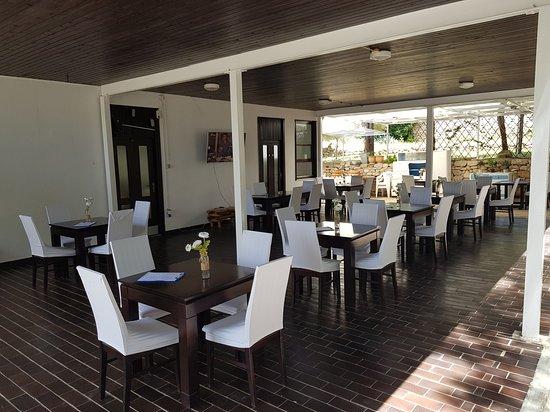 Resort Village T.N. Milna: Milna Wine Bar & Restaurant