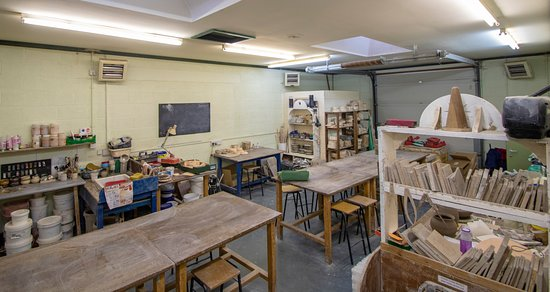 East Riding of Yorkshire, UK: we can comfortably seat 12 students in this light and airy studio, We have 6 pottery wheels ..