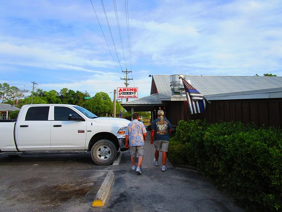 Bell, FL: Parking lot was all trucks.