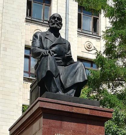 Памятник А.М. Бутлерову