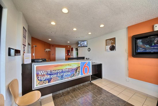 Motel 6 Laredo North: Lobby