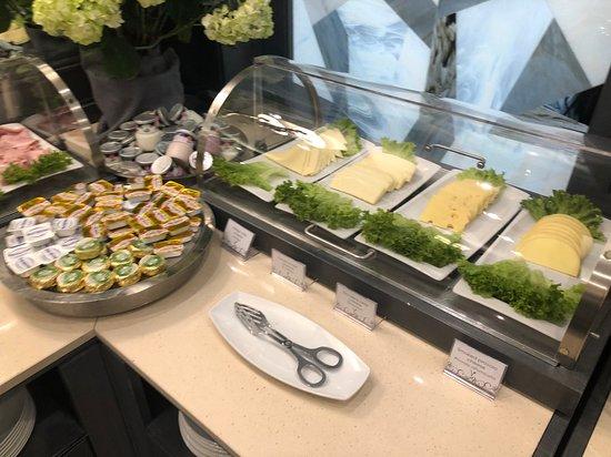 Hotel Artemide: Continental breakfast buffet