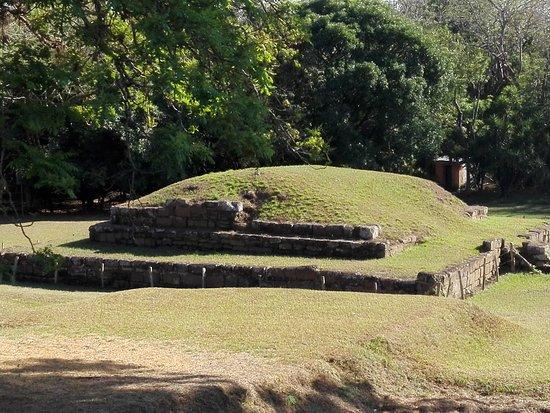 Aguilares, El Salvador: Estructuras de cihuatan, evidencia de una ciudad prehispánica.