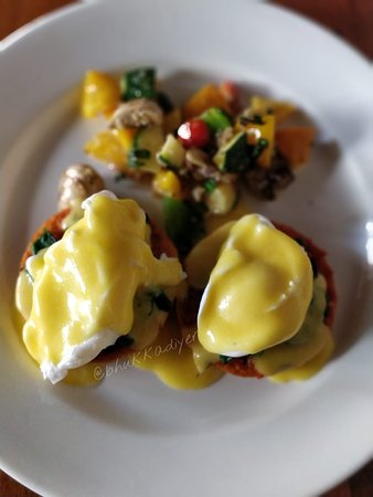 Birdsong Cafe: eggs benedict
