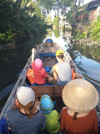 We had a visit to the floating market with Ms. Loan, it was wonderful to contact her before 1 day