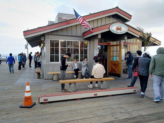 Santa Barbara Shellfish Company: Waiting in line