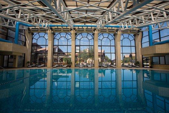InterContinental Mzaar Mountain Resort & Spa: Pool