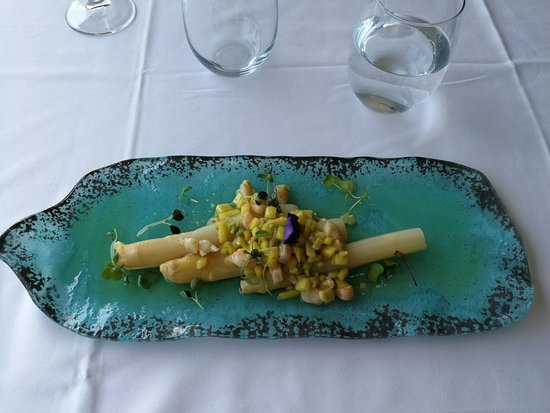 Restaurante La Solita: Espárragos con vinagreta de mango y aguacate