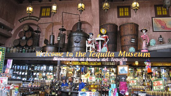 Hotel Riu Yucatan : Day of the Dead display in a village shop.
