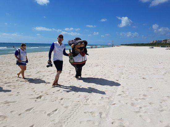 Hotel Riu Yucatan : Stranger on the beach!