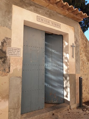 Iglesia de San Juan Bautista: ENTRADA CEMENTERIO