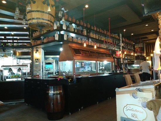 Mezze Grill Ocakbasi Restaurant: Yaz sıcaklarında tavsiye edebileceğim en güzel restaurantlardan birisi.