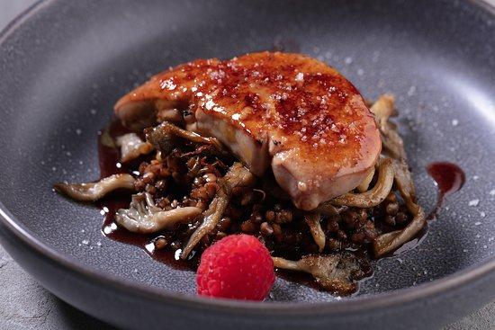 Aviator Restaurant & Bar: Фуагра с гречкой в соусе порто и устричными грибами/ Fuagra with buckwheat in porto sauce and oyster mushrooms 1 270р