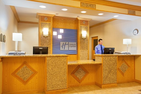 Holiday Inn Express Hotel & Suites Logansport: Lobby