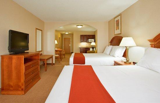 Holiday Inn Express Hotel & Suites Logansport: Suite
