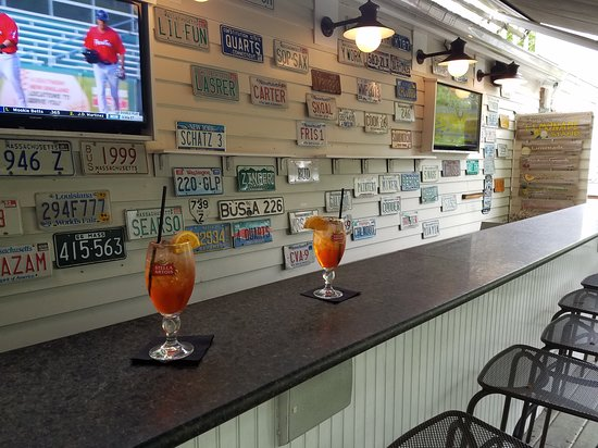 Oliver's and Planck's Tavern: Aperol Spritz on the outside bar