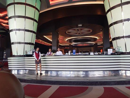 Cornelia Diamond Golf Resort & Spa: View of the the bar and staff in reception area