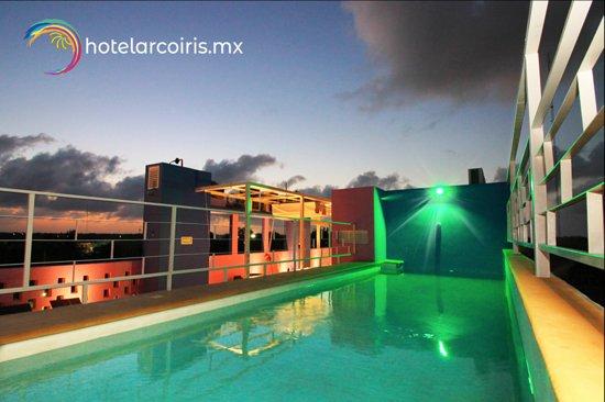 Hotel ArcoIris: El hotel más cautivador y amable de Tulum Roof Top con piscina, camastros y bar