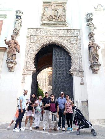 Ruta free tour Sevilla en la Puerta del Perdón.