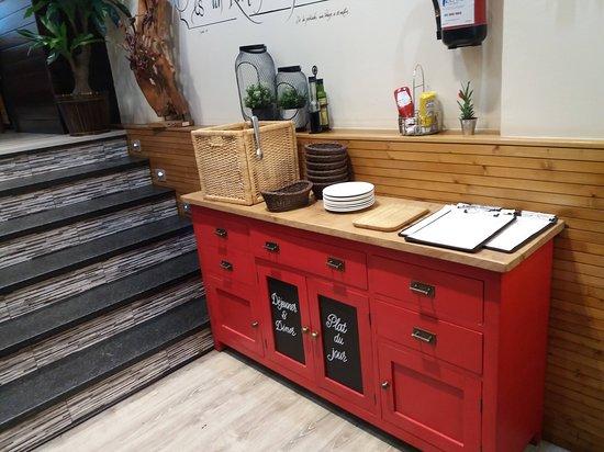 Mueble de servicio al comedor - Picture of Restaurante ...