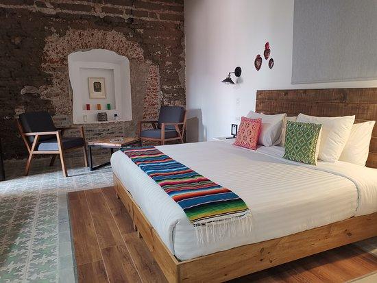 Santa Josefita Bed & Breakfast: Habitación suite con cama king size