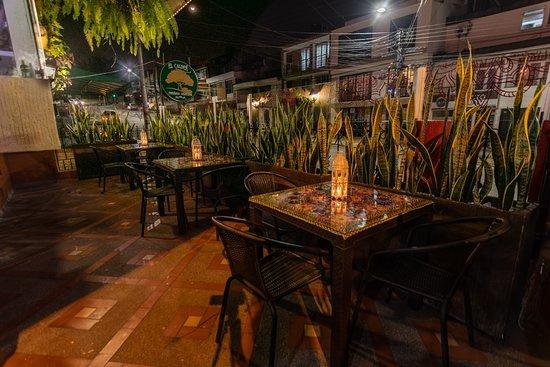 Budablues restaurante comida india: Espacios al aire libre