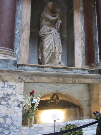Πάνθεον: Tomba di Raffaello