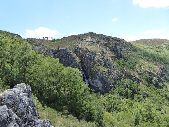 Pitoes das Junias Cascata