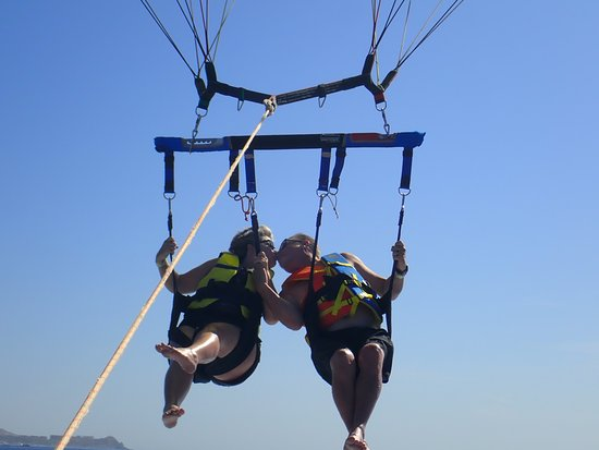 Happy Flights Cabo Parasailing: Sealed with a kiss