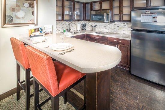 Staybridge Suites Phoenix - Chandler: Guest room