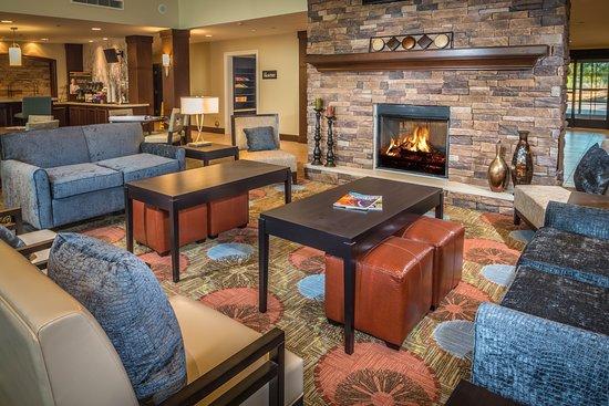 Staybridge Suites Phoenix - Chandler: Lobby