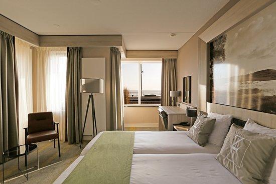 Hotel Zeezicht Vlieland: Hotel Zeezicht beschikt over 41 modern ingerichte kamers. Deze zijn stijlvol ingericht en van alle gemakken voorzien. 10 kamers beschikken over het unieke uitzicht over de Waddenzee.