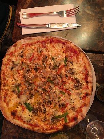 La Nuit Blanche: Vegetarian Pizza