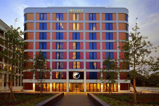 Hotel Hampton By Hilton Frankfurt Airport sa nachádza vo Frankfurte.