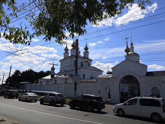 Holy Dormition Monastery: Вид на комплекс с улицы Смирнова