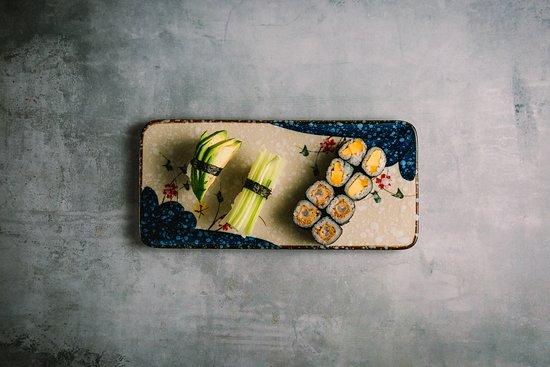 Hama Sushi: 123.Børne menu 10 stk 60,00 kr. Nigiri: 1 avokado, 1 agurk, Maki: 8 hosomaki (vælg mellem avokado, agurk, mango eller rejer).