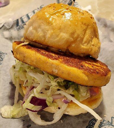 Zebb's Deluxe Grill & Bar: Salmon Burger