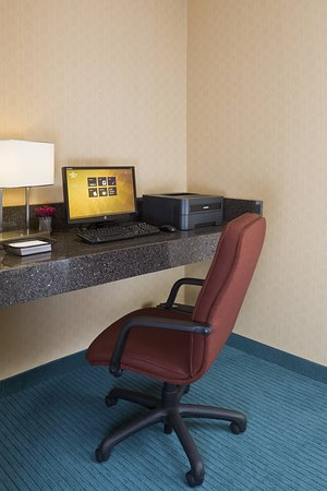 Residence Inn Canton: Business center