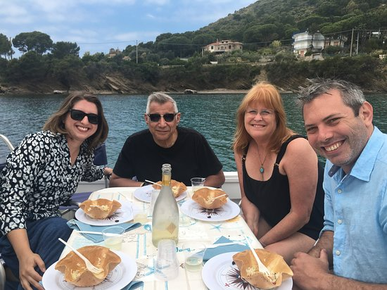 Knowledge and Flavors: What a great day boating, swimming and eating