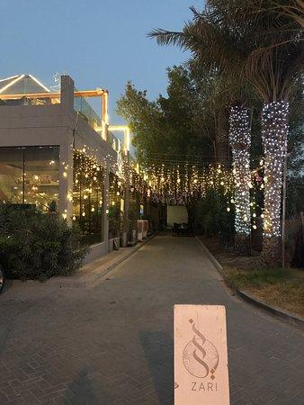 مقابة, البحرين: مطعم زرى من أفضل المطاعم الموجودة فى هذه المنطقة لديهم جلسات رائعه واكل مميز جدا وشيشه ممتازه وخدمه خمس نجوم