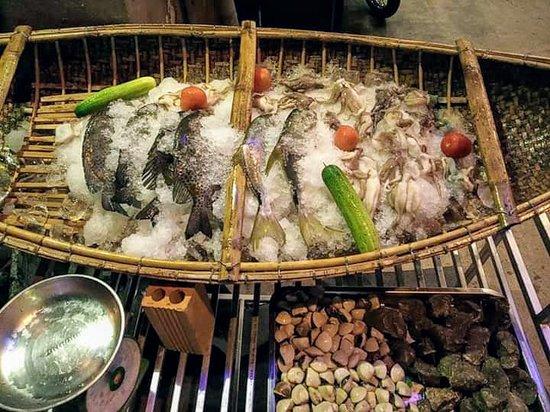 Aloha Lau Nhung Xien Que: fresh seafood