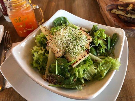 Mako Vegan and Veggie: salad with tofu