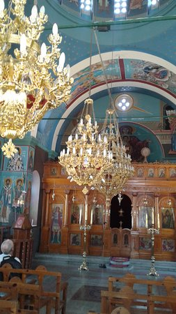 Livadia, Yunanistan: Chandeliers and Reredos in Agios Nikolaos