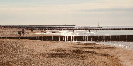 Ustka w tym roku zachwyca. Zagospodarowana przestrzeń, porządek - jeżeli chodzi o pas nadmorski. No i plaża. Plaża robi wrażenie! Do tego dochodzi cudowna pogoda i mamy dobry początek wakacji 2019!