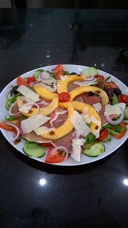 Apollino: La suggestion du moment...la salade fraîcheur jambon cru et melon! A vos papilles...😋
