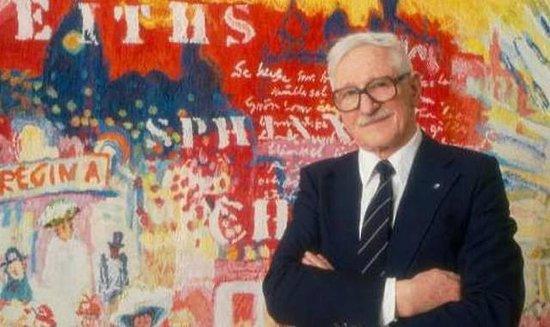 Simrishamn, Sverige: Gösta Werner framför en Taube-inspirerad målning