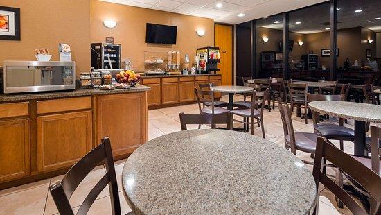 Best Western Sterling Hotel & Suites: Breakfast Area
