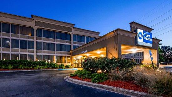 Best Western Sterling Hotel & Suites: Exterior Night